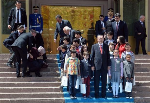 Başbakanlık merdivenlerinden düştü 6