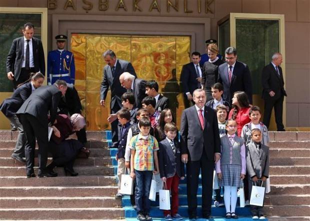 Başbakanlık merdivenlerinden düştü 7
