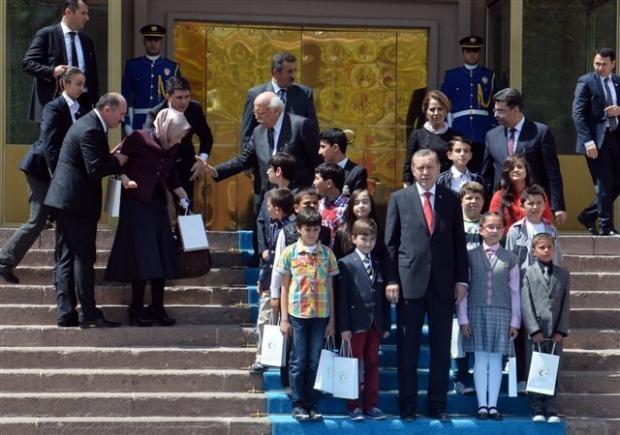 Başbakanlık merdivenlerinden düştü 8