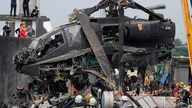 Tayvan'da helikopter çatıya çarptı 5