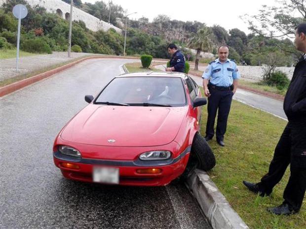 Otomobilinin içinde uyudu soğuk suyla ayıldı 2