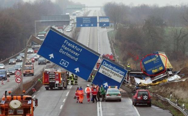 Dünyanın en ilginç trafik kazaları 46
