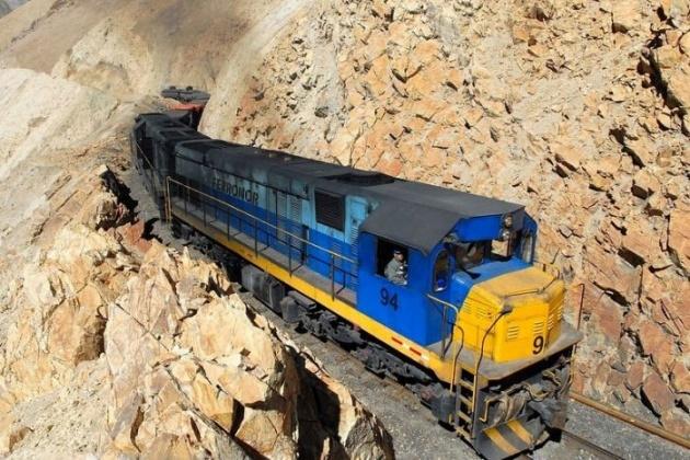 Dağlar arasında şaşırtan tren yolu 1
