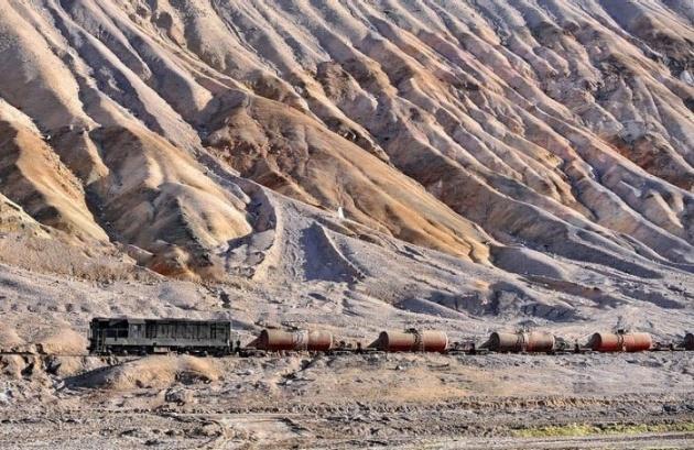 Dağlar arasında şaşırtan tren yolu 10