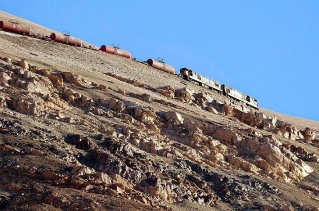 Dağlar arasında şaşırtan tren yolu 11
