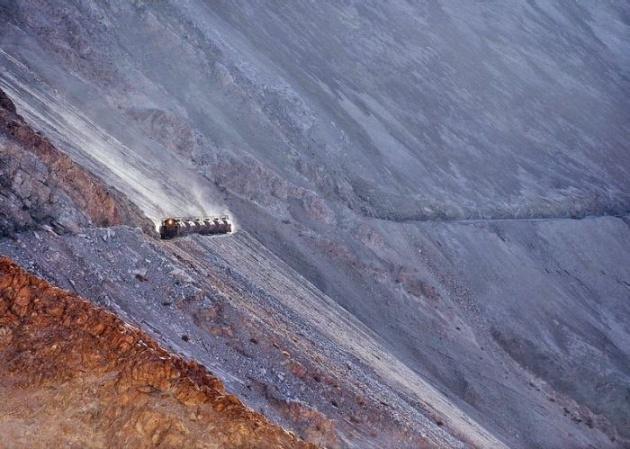 Dağlar arasında şaşırtan tren yolu 12