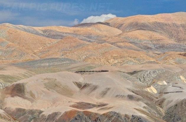 Dağlar arasında şaşırtan tren yolu 16