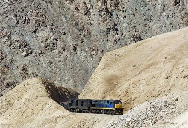 Dağlar arasında şaşırtan tren yolu 2