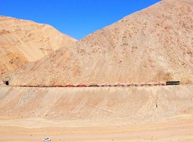 Dağlar arasında şaşırtan tren yolu 21