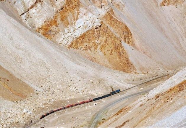 Dağlar arasında şaşırtan tren yolu 22
