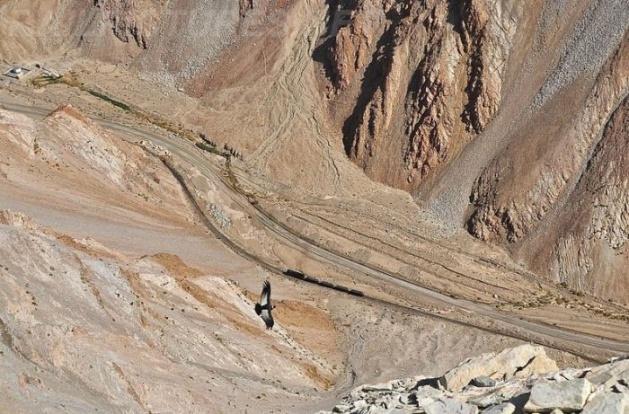 Dağlar arasında şaşırtan tren yolu 4
