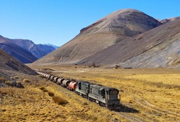 Dağlar arasında şaşırtan tren yolu 9