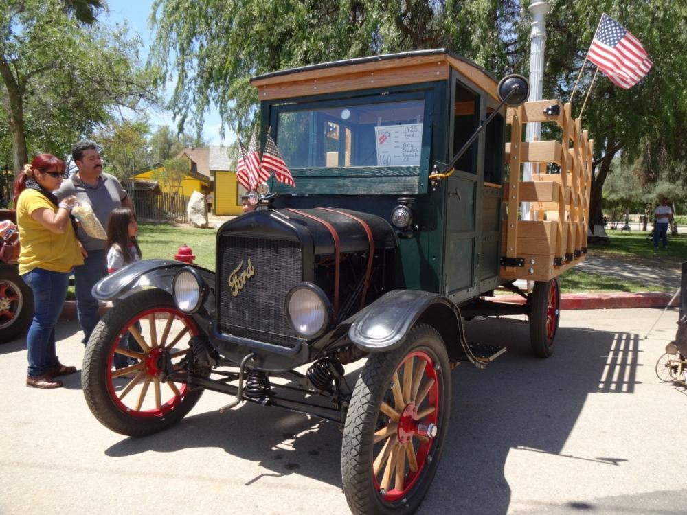 Birbirinden güzel antika arabalar 11