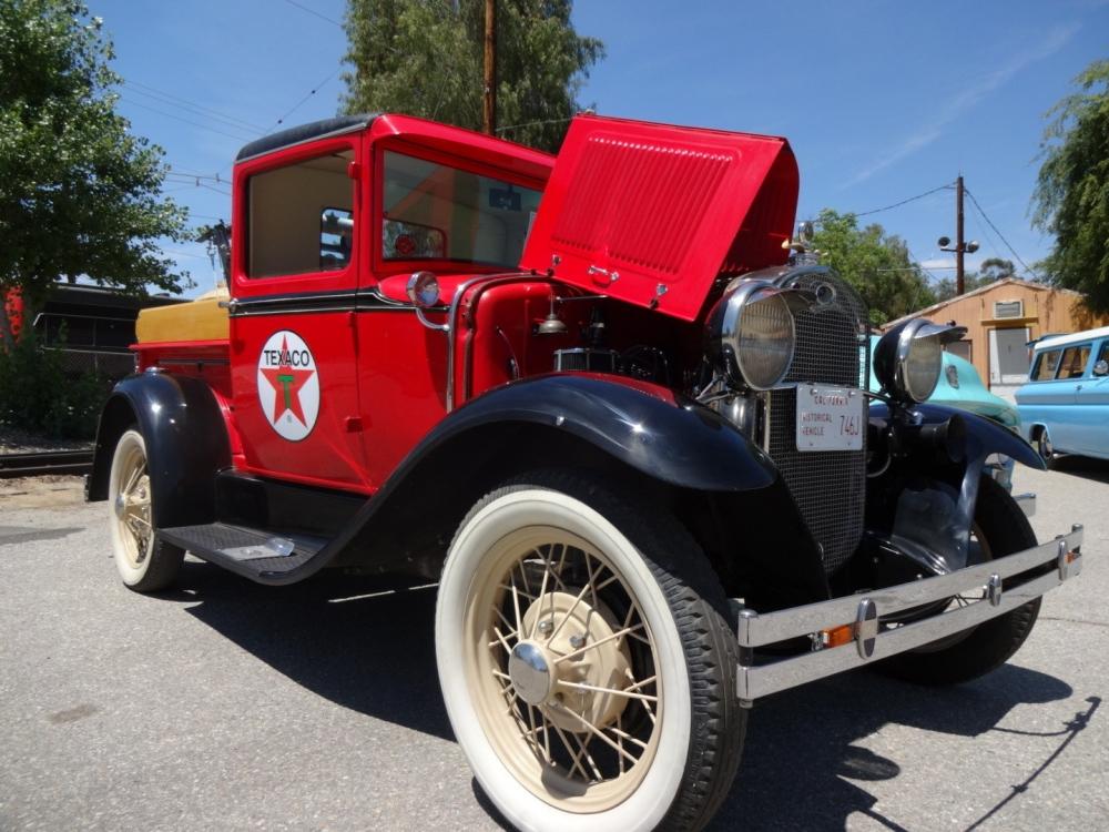 Birbirinden güzel antika arabalar 25