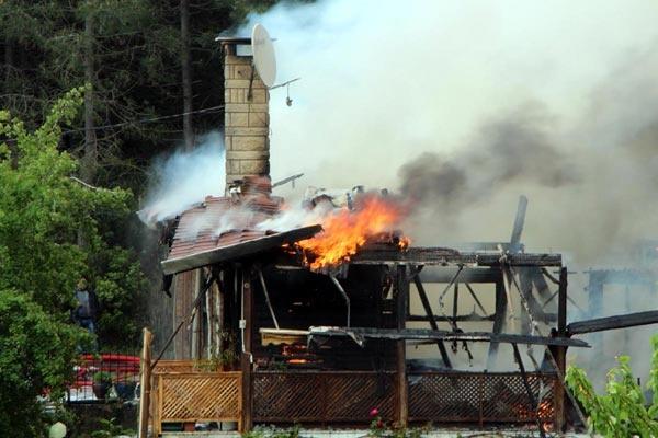 Ünlü yapımcı yangında hayatını kaybetti 4