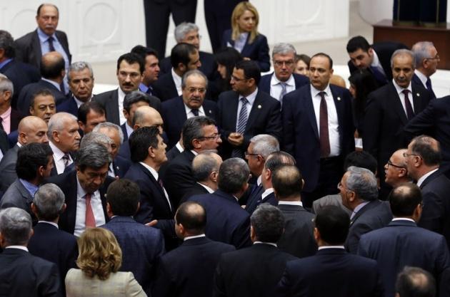 Meclis'te fotoğraf gerginliği 1