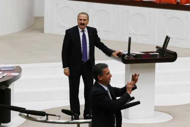 Meclis'te fotoğraf gerginliği 11