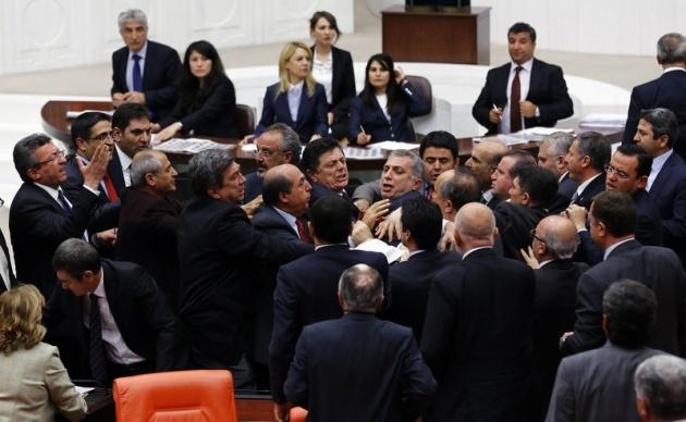 Meclis'te fotoğraf gerginliği 16