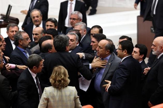 Meclis'te fotoğraf gerginliği 17