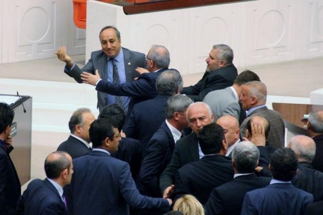 Meclis'te fotoğraf gerginliği 18