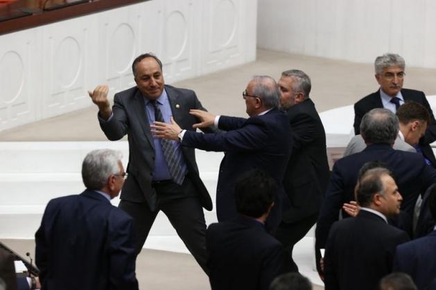 Meclis'te fotoğraf gerginliği 2