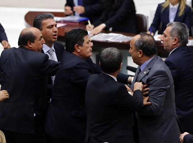 Meclis'te fotoğraf gerginliği 22