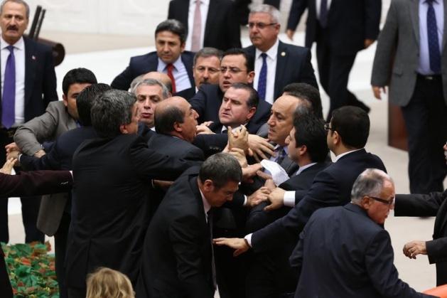 Meclis'te fotoğraf gerginliği 27