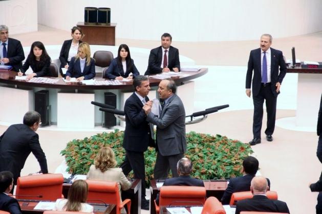 Meclis'te fotoğraf gerginliği 3