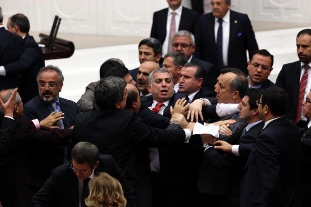 Meclis'te fotoğraf gerginliği 31