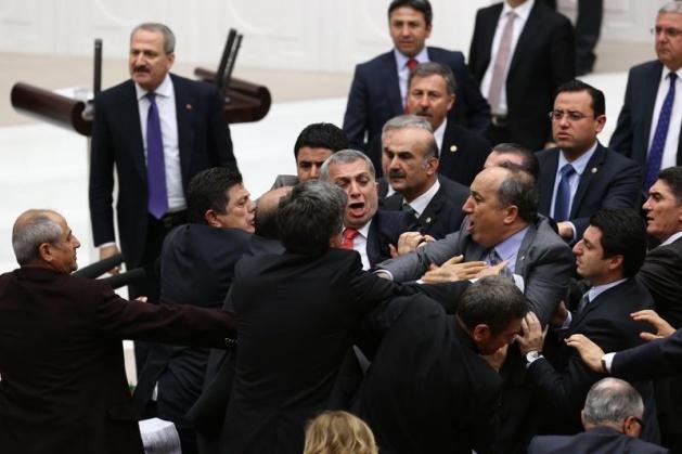 Meclis'te fotoğraf gerginliği 32