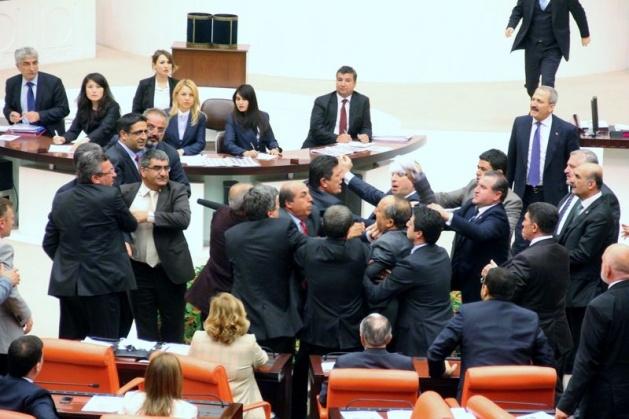 Meclis'te fotoğraf gerginliği 33