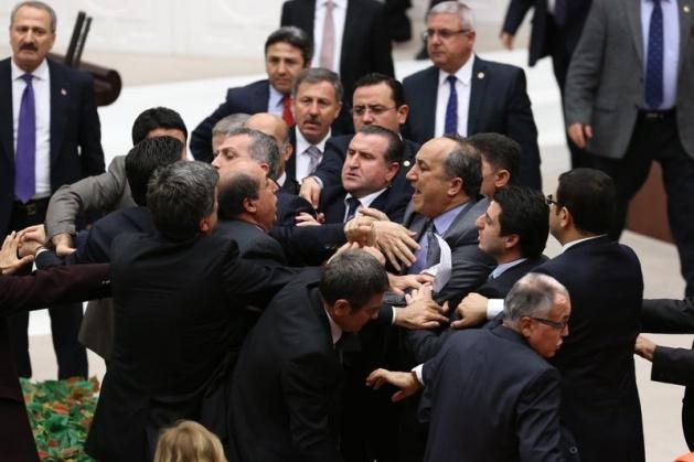 Meclis'te fotoğraf gerginliği 36