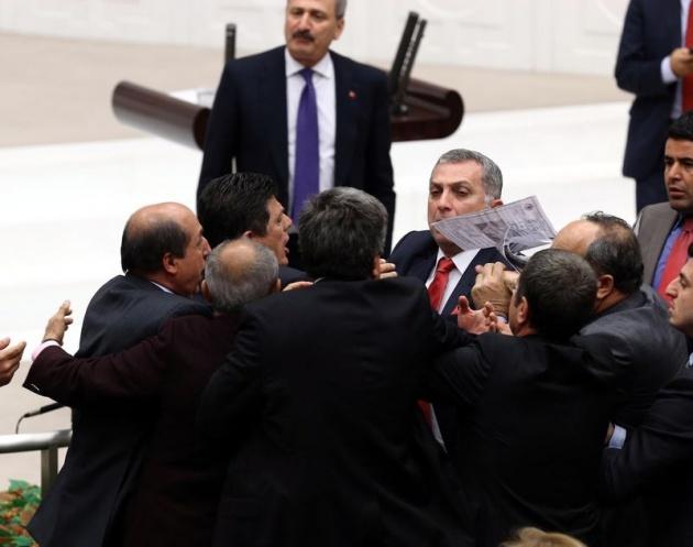 Meclis'te fotoğraf gerginliği 4