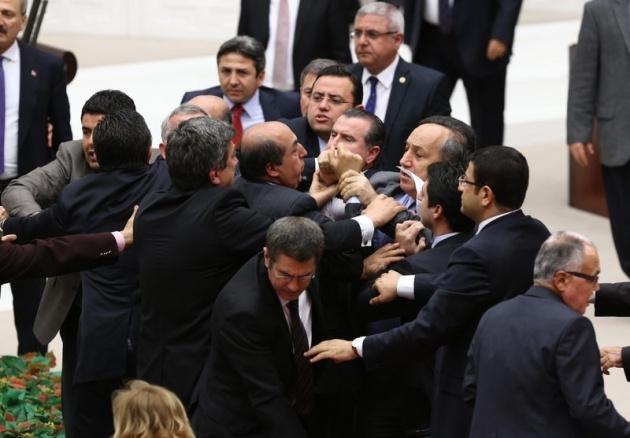 Meclis'te fotoğraf gerginliği 40