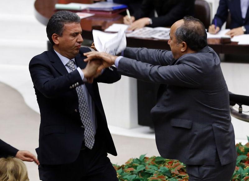 Meclis'te fotoğraf gerginliği 6