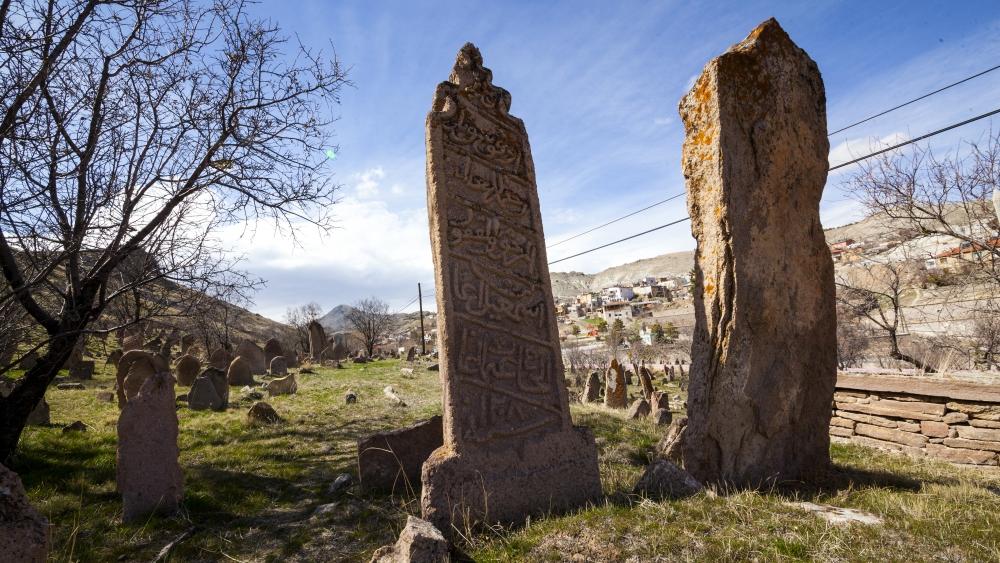 Tarihi Mezar Taşları Kültürel Zenginliğin İzlerini Taşıyor 9