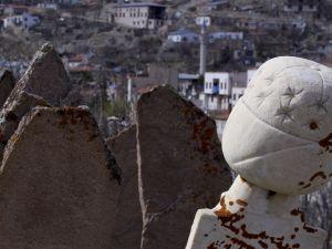 Tarihi Mezar Taşları Kültürel Zenginliğin İzlerini Taşıyor