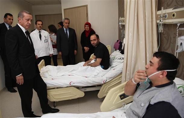 Başbakan yaralıları hastanede ziyaret etti 4