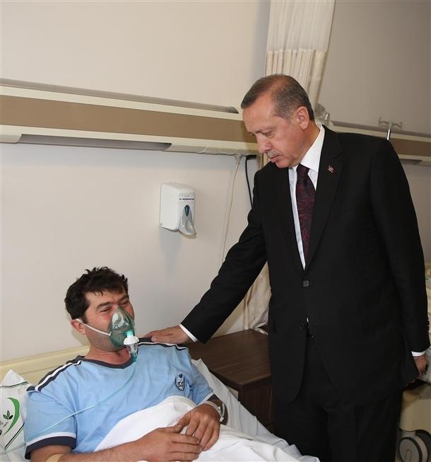 Başbakan yaralıları hastanede ziyaret etti 5