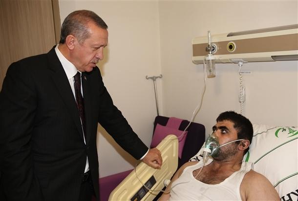 Başbakan yaralıları hastanede ziyaret etti 6