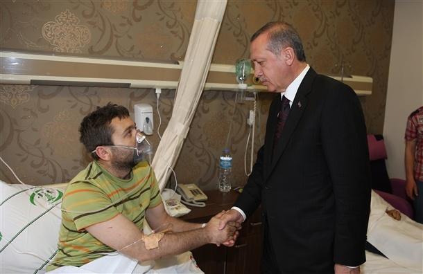 Başbakan yaralıları hastanede ziyaret etti 7