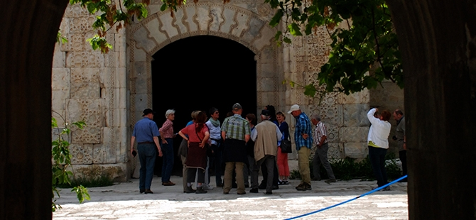 Anadolu'nun en büyük kervansarayına yoğun ilgi 1