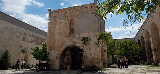Anadolu'nun en büyük kervansarayına yoğun ilgi 11