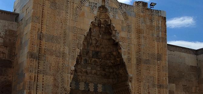 Anadolu'nun en büyük kervansarayına yoğun ilgi 2