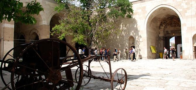Anadolu'nun en büyük kervansarayına yoğun ilgi 9