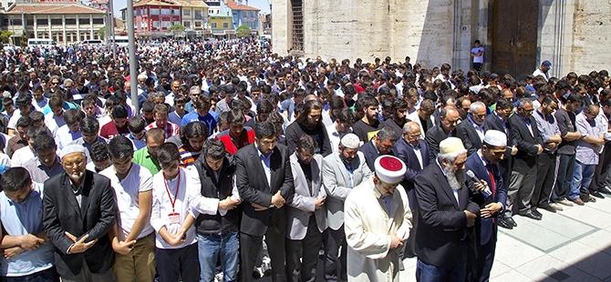 Sultan Selim'de gıyabi cenaze namazı 1