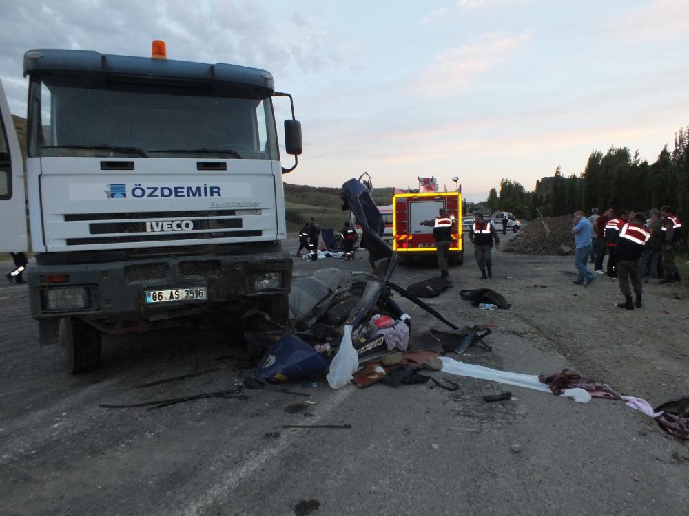 Katliam gibi kaza: 5 ölü, 3 yaralı 1
