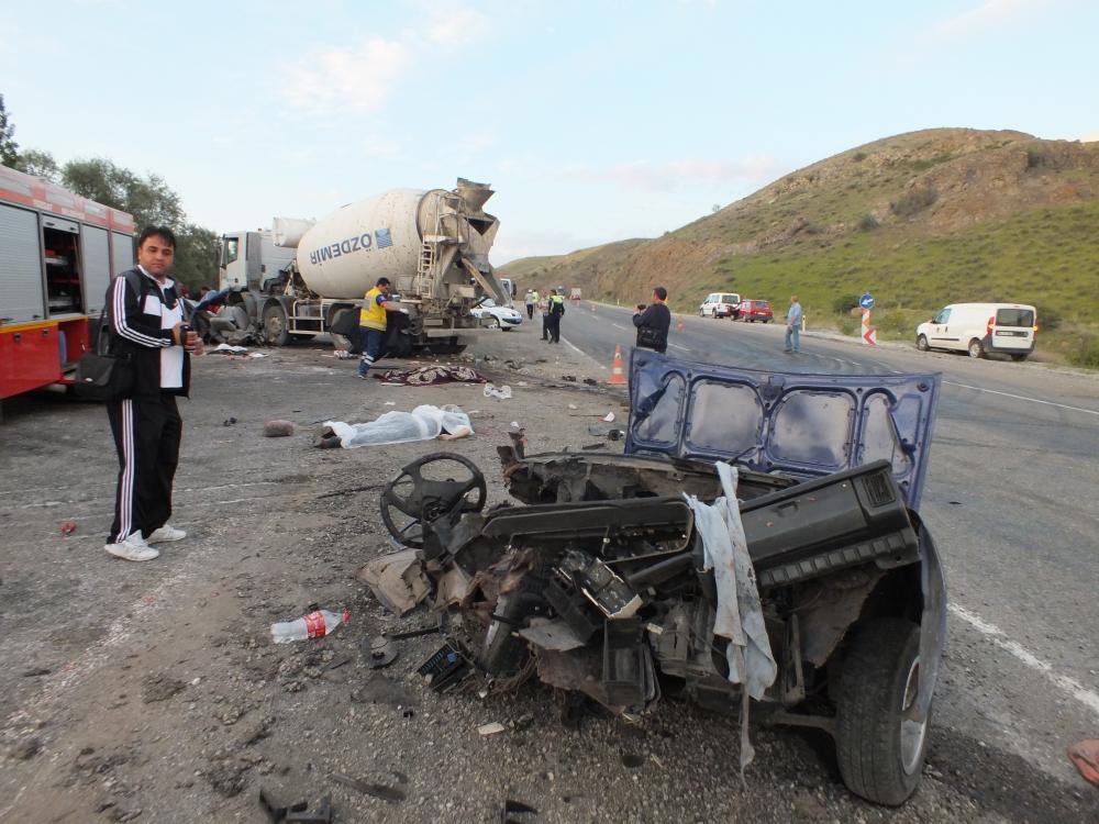 Katliam gibi kaza: 5 ölü, 3 yaralı 2