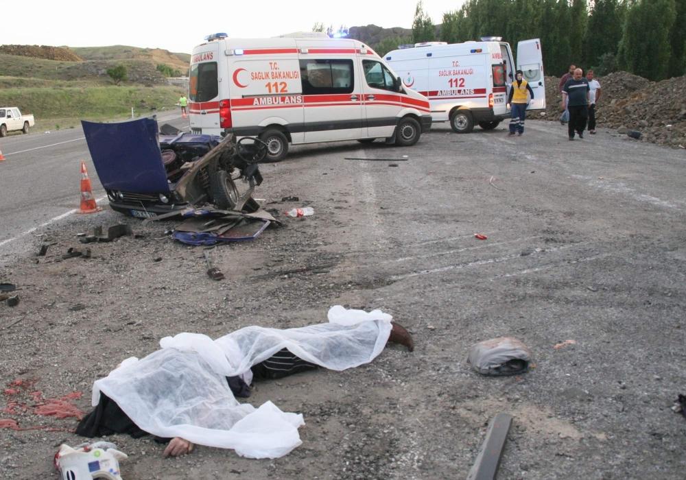 Katliam gibi kaza: 5 ölü, 3 yaralı 6