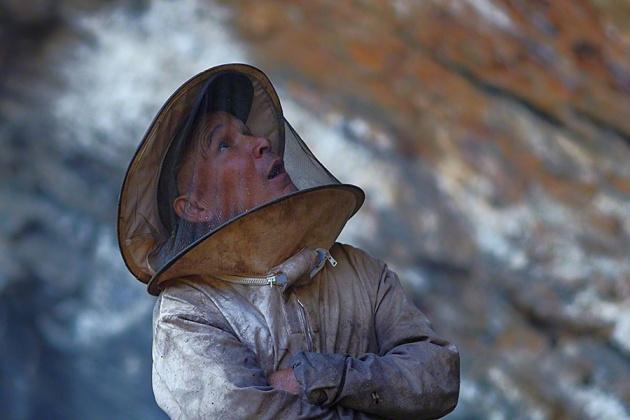 Nepal Yerlilerinin Arılarla Bal Savaşı 2
